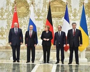 «Нормандский формат» переговоров в Минске по поводу прекращения огня на территории Украины закончился однозначно. С полуночи 15 февраля было решено полностью прекратить огонь на Украине. К чему это все привело? Казалось бы, решение принято верное, следовать ему нужно. Вот только огонь так и не был прекращен! Почему это происходит, и будут ли выполнены эти решения, пока не ясно. Ясно стало одно – эти переговоры вряд ли станут последними