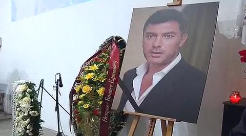 Сегодня похороны Немцова оказались непросто прощанием с близким и человеком, другом и соратником, а, как это и планировалось, по-видимому, они стали акцией проявления политической позиции. Именно поэтому на них появились некоторые высокопоставленные чиновники и политические деятели